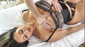 Ava Addams coroa peituda maravilhosa recebeu uma massagem t&acirc_ntrica e acabou mamando e fodendo com o massagista