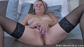 Canadian milf Velvet gives her pussy a workout with fingers