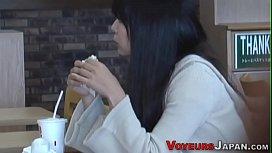 Japanese babe rubs cunt