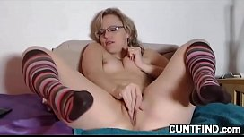 Pussy fingering babe squirts