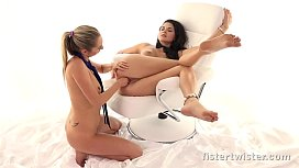 Fistertwister - Incredible fisting lesbians