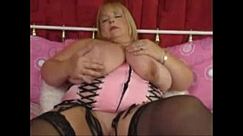 Bbw fucks herself