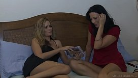 Do you ever fantasize about been with a girl? - Prinzzess, Zoey Holloway