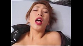 Japonesita bombardeada a lechazos