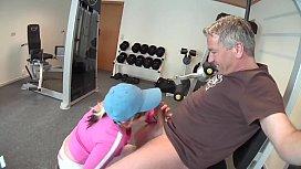 Im Fitnessraum die geile Schlampe gefickt - HD