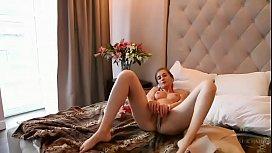 Stepsister masturbates www.sexxyfreecams.com