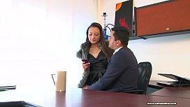 Sexo en la oficina con madura