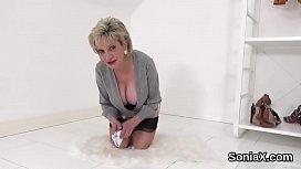 Unfaithful british mature lady sonia showcases her gigantic naturals