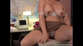 Cute chubby old spunker loves fucking her fat juicy pussy for you