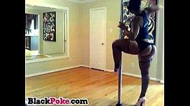 Ebony babe shakes her big booty