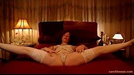 Flexible Milf LittleRB show Her nice Body