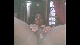 Desi College Teen Girl With Cute Boobs And Rubbing Pussy With Carrot And Putting Inside