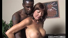 Son witness how mom Desi Foxx takes two