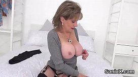 Cheating english mature lady sonia unveils her giant puppies