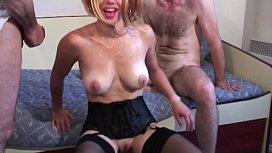 Porno jeune avec mature brune