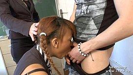 FFM Jolie etudiante des iles se fait plugger le cul en facialisee en classe