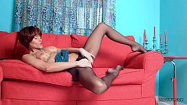 Long luxury legs of redhead MILF LilyWOW in sexy black pantyhose xxx porno