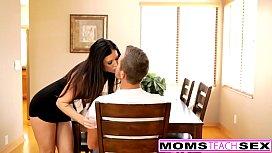 Mãe ensinando o filho a transar gostoso