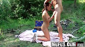 Mofos - Mofos World Wide - Hannah Sweet - Naked Picnic in Paris