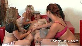 Papy baise salopes pour ses ans