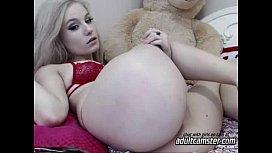 Cute teen showing ass on cam