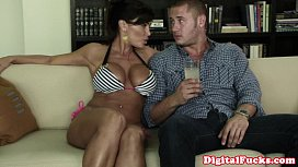 Mature cheater Lisa Ann fucks young guy