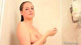 Yanks Beauty Nichole Masturbating In The Shower