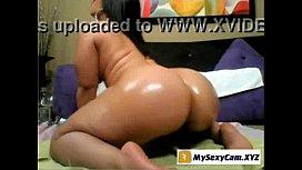 Ebony slut show her big ass in front of the webcam - www.mysexycam.XYZ