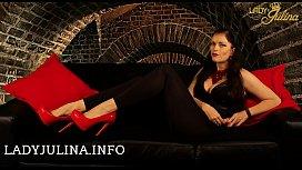 Knie vor Deiner Domina Lady Julina Du Versager mit Minischwanz SPH