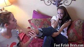 Jasmin sucking on Simona's size 5 feet