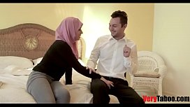 Daughter in hijab fucks daddy like a sex machine!.