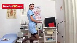 Kri a a fi Czech nurse pussy play at gyno clinic