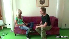 Stiefvater fickt junge Tochter mit geilen Titten