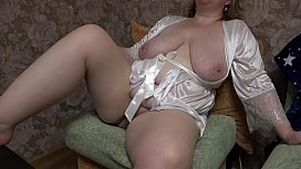 Horny milf near webcam gets orgasm, mature BBW masturbates big pussy.