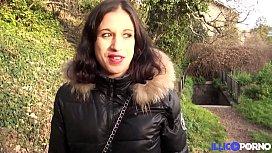 Samira, jolie beurette nous offre sa premi&egrave_re double p&eacute_n&eacute_tration