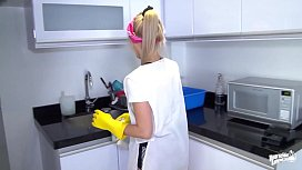 OPERACION LIMPIEZA - Colombian cleaning lady Karla Rivera gets banged at work