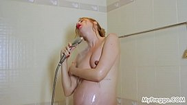 Pregnant Kate Invites You to Join Her in the Shower!