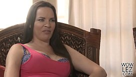 Scarlett Sage wants her first lesbian experience with an older woman