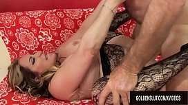 Mature Tart Savannah Jane Sucks a Dick Before Climbing Aboard for a Ride
