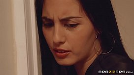 Brazzers Aaliyah Hadid makes all men into cheaters