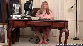 BBW milf Love Goddess gives her pa osed pussy a treat