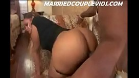 FAT BLACK BOOTY RIDING HUGE MANDINGO IN HOTEL ROOM--MARRIEDCOUPLEVIDS.COM