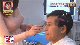メイクさんニセ乳首ドッキリ 乳首くっきりの巨乳メイクさんを何回チラ見するかドッキリ検証!
