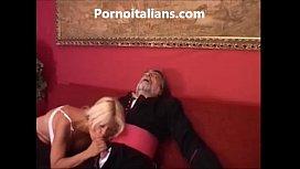 Suora troia scopa in culo col vescovo - Sister slut fucks in the ass with