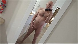Ulf Larsen pee in hotel in Oslo and appartment in Malaga