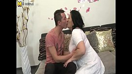 Mature Hottie Mom Fucks Her Son S Best Friend