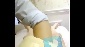 少妇足浴店全裸做SPA精油按摩男技師竟然能一本正經做下去