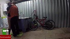 Engrasando la bicicleta y el co de la gorda grabado con c&aacutemara oculta GUI