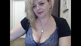 BBW milf open her boobs for tokens