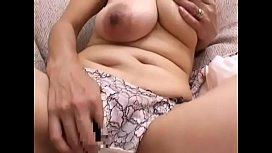 japanese mom huge tits masturbating